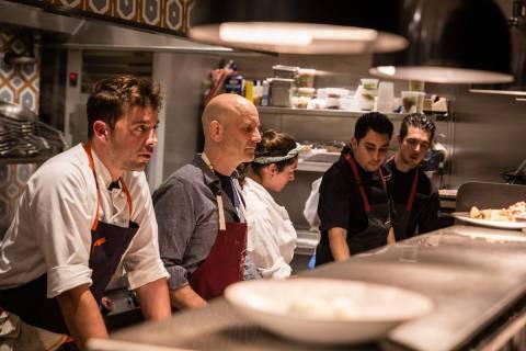 El chef ejecutivo de Osteria Fiorella, Joel Myers, izquierda, y Marc Vetri, segundo a la izquie ...