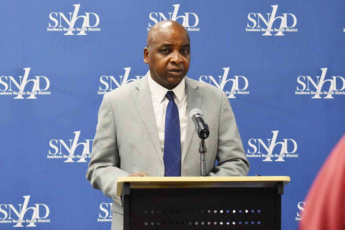 El Dr. Fermín Leguen, director interino del Distrito de Salud el Sur de Nevada. [Foto Frank Al ...