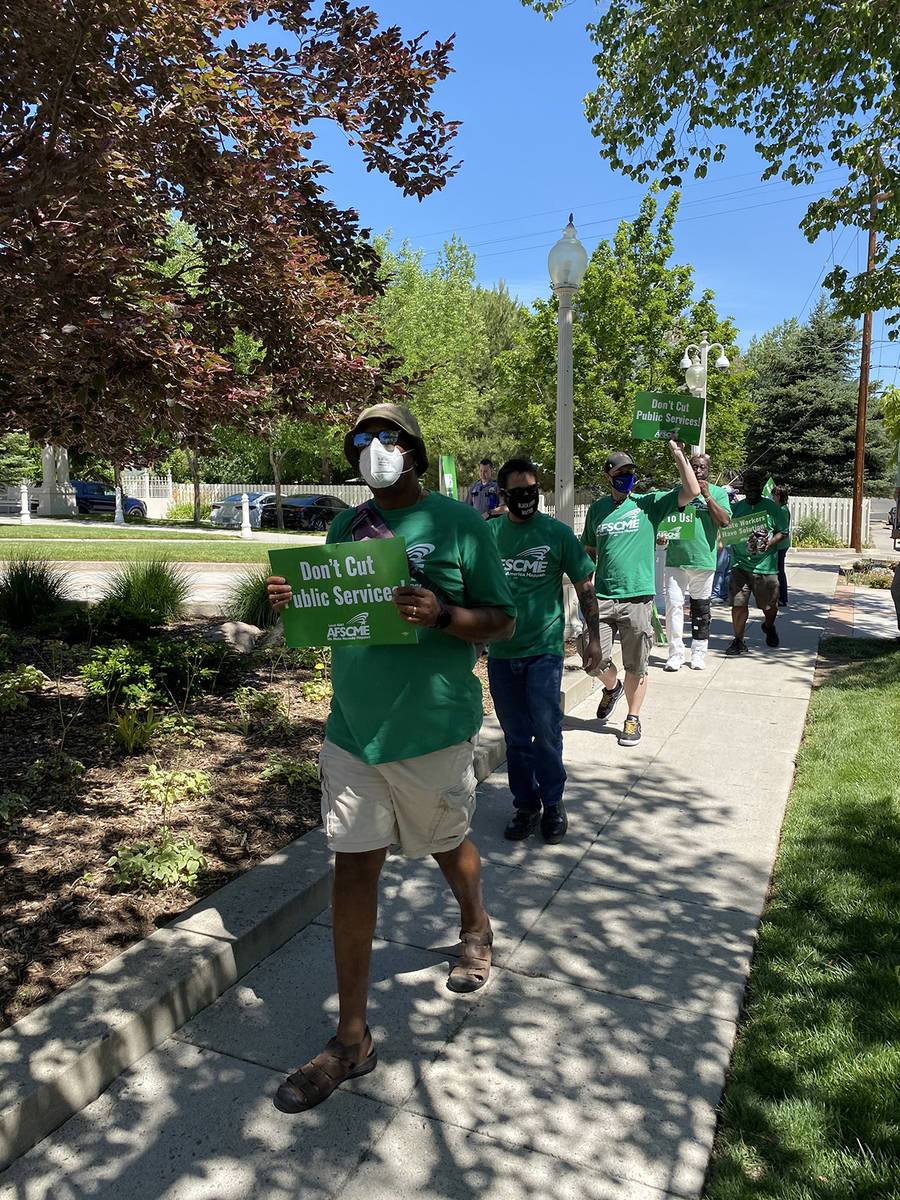Empleados del Estado piden al gobernador Steve Sisolak negociar sobre cambios en las condicione ...