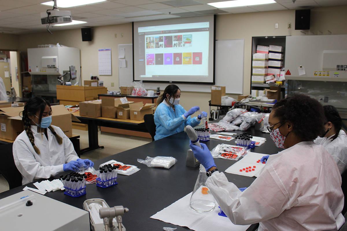 Alumnos y profesores de laboratorio clínico trabajaron 400 horas voluntarias en construir los ...