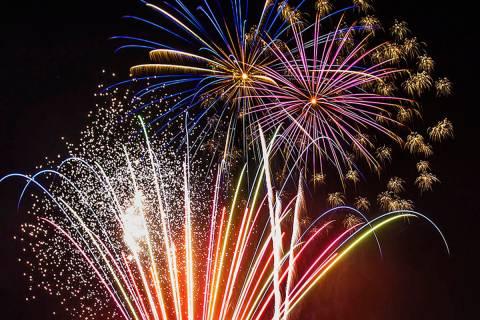 Espectáculos de fuegos artificiales y otros eventos están planeados para el 4 de julio en Las ...