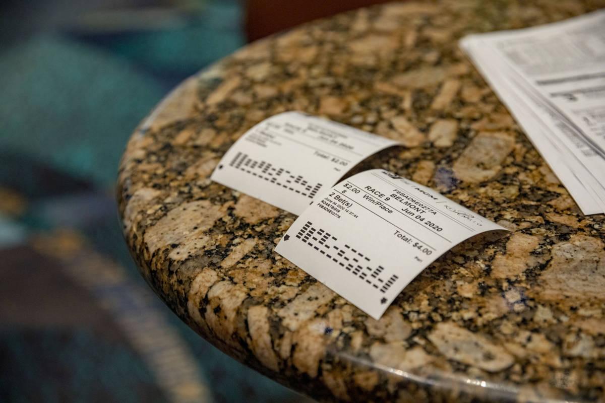 Boletos de apuestas usados durante la reapertura de la casa de apuestas deportivas del Bellagio ...
