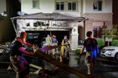 Los bomberos responden a una vivienda presuntamente afectada por fuegos artificiales en 10758 R ...