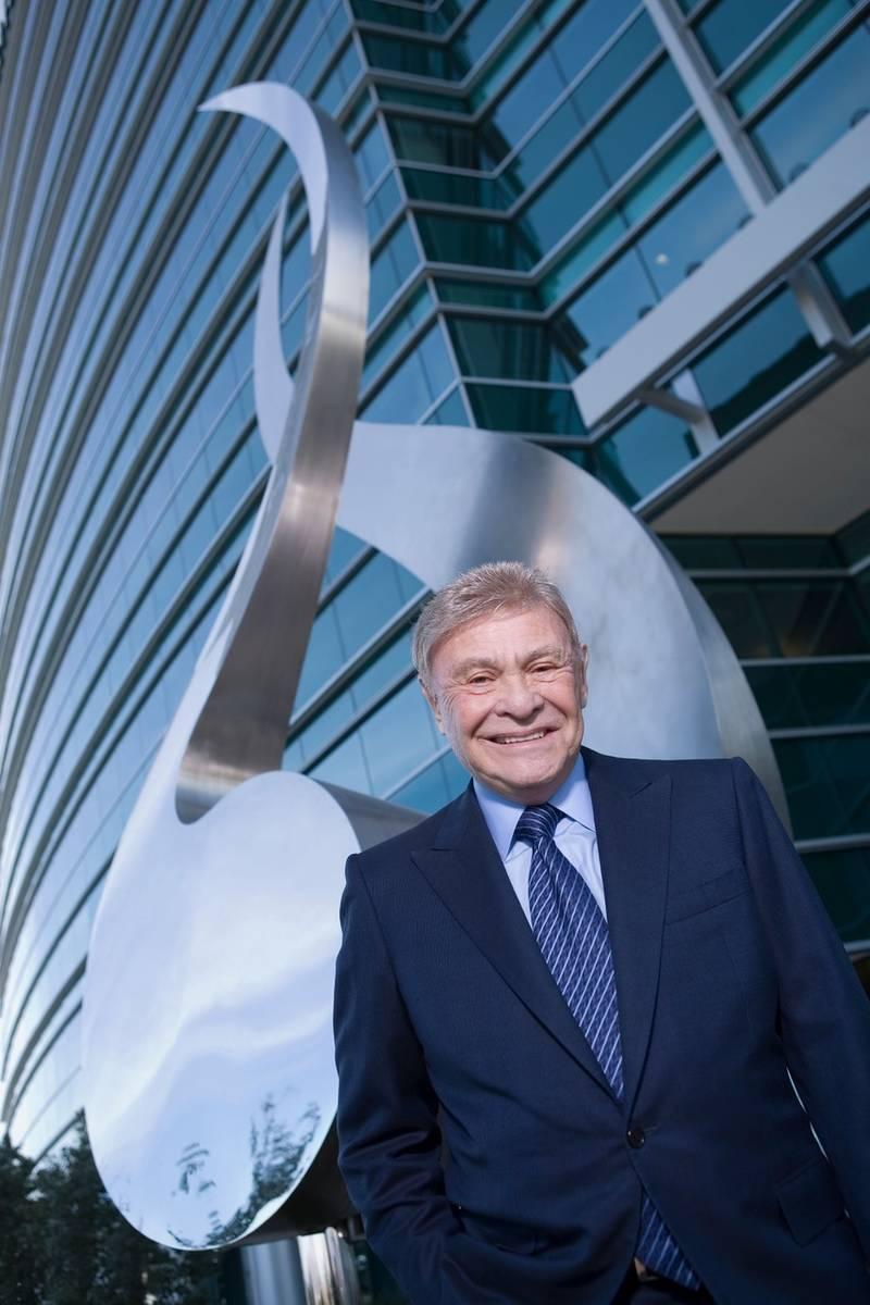 El antiguo promotor inmobiliario de Las Vegas, Irwin Molasky, murió el sábado en su casa, rod ...