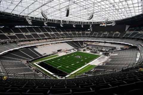 Una foto publicada por los Raiders de Las Vegas muestra el casi completo Estadio Allegiant el v ...