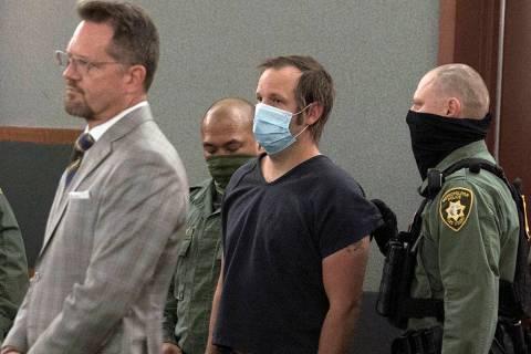 """Stephen Parshall, centro, uno de los tres presuntos extremistas del """"Movimiento Boogaloo"""" acusa ..."""