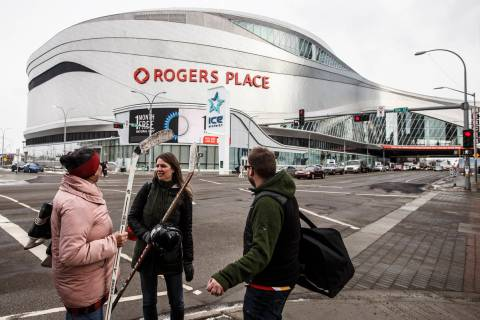 Rogers Place en Edmonton, Alberta. 12 de marzo de 2020. (Jason Franson/The Canadian Press via A ...