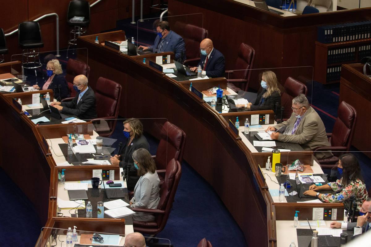 El Senado de Nevada se reúne el primer día de la 31ª Sesión Especial de la Legislatura de N ...