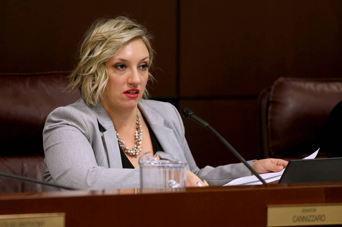 La senadora Nicole Cannizzaro, demócrata por Las Vegas, preside una reunión del Comité Judic ...