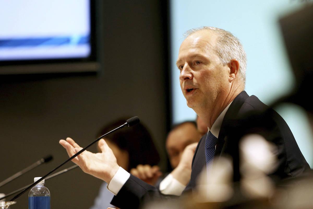 El director ejecutivo de Las Vegas Convention and Visitors Authority, Steve Hill, habla con los ...