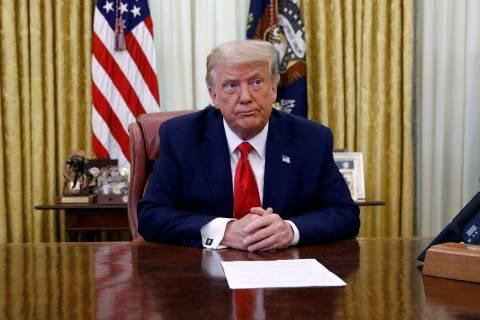 El presidente Donald Trump participa en una sesión informativa sobre la pandilla MS-13 en la O ...
