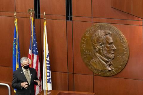 El líder de la minoría, James Settelmeyer, habla durante la sesión especial en Carson City, ...