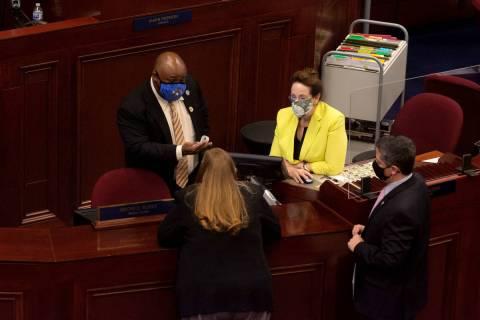 De izquierda a derecha, el presidente de la Asamblea de Nevada, Jason Frierson, la asambleísta ...