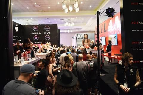 En esta foto de archivo, miles de personas se dieron cita en la Expo del Entretenimiento para A ...