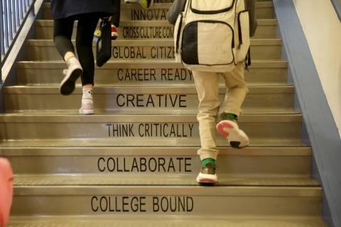 Archivo.- Los estudiantes llegan a la escuela charter Mater Academy Mountain Vista en Las Vegas ...