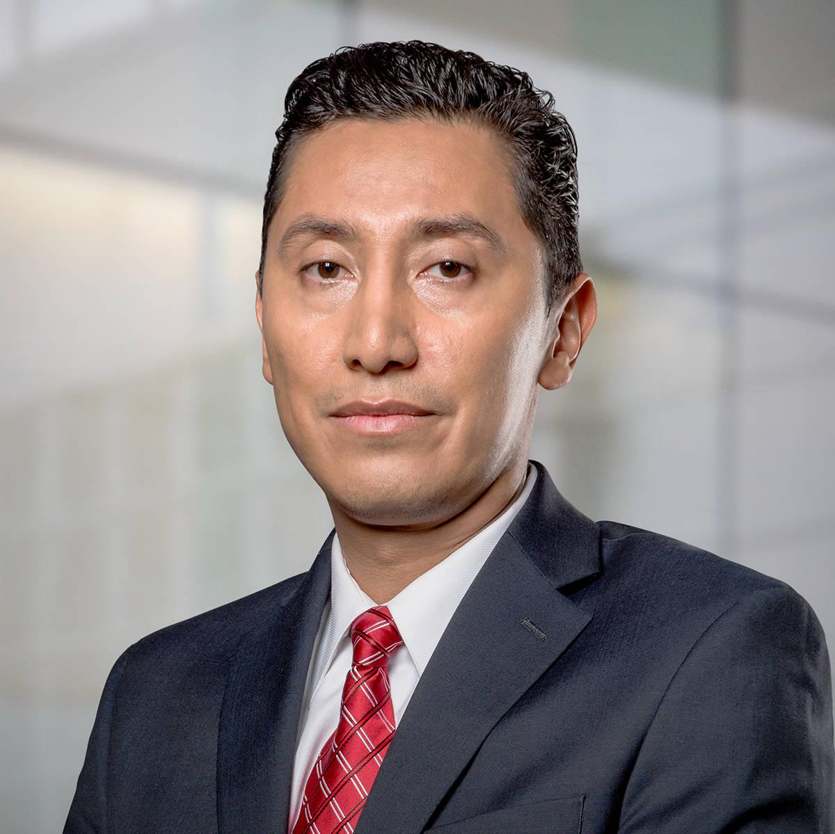 El abogado Gehovany Alonso explicó los casos en que un solicitante de DACA debe consultar ante ...