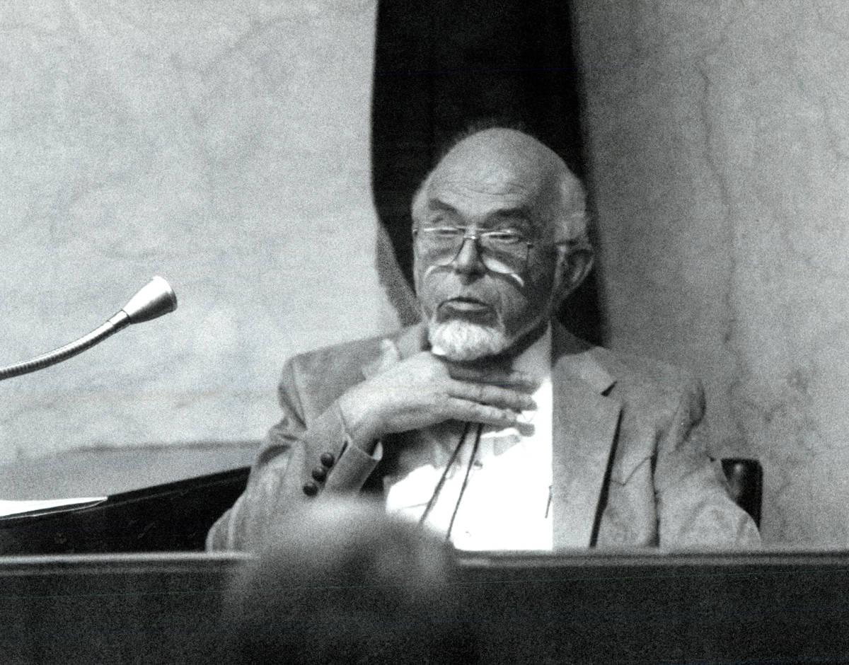 El doctor G. Sheldon Green, de la oficina forense, cuenta cómo pensó que murió Charles Bush. ...