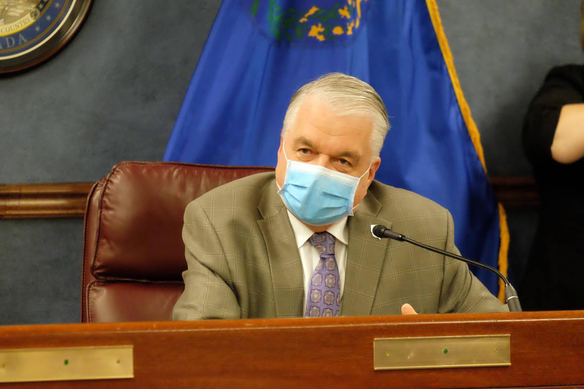 El gobernador Steve Sisolak habla con los periodistas en una reunión informativa el lunes dond ...