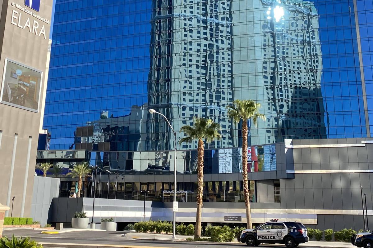 La policía de Las Vegas está investigando disparos en el piso 28 de Elara de Hilton Grand Vac ...