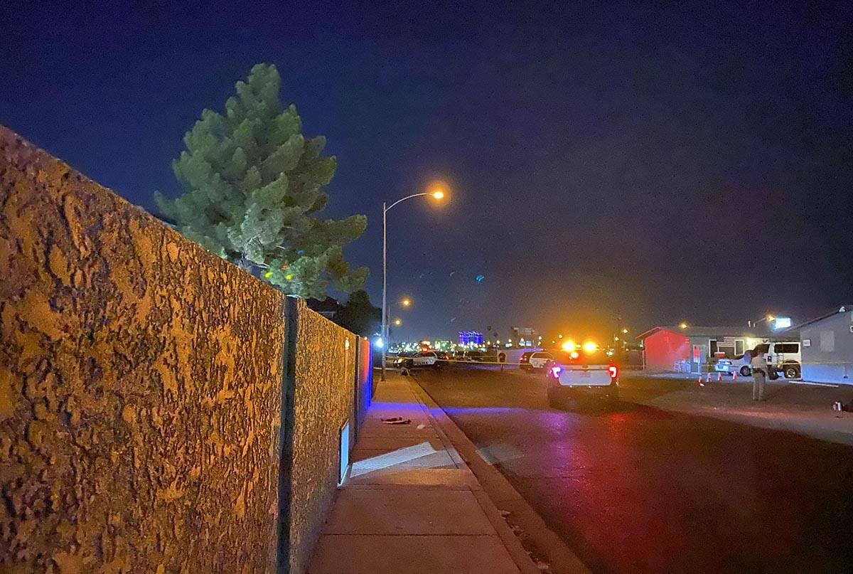 Detectives de homicidios de Las Vegas investigan un incidente el miércoles, 29 de julio de 202 ...