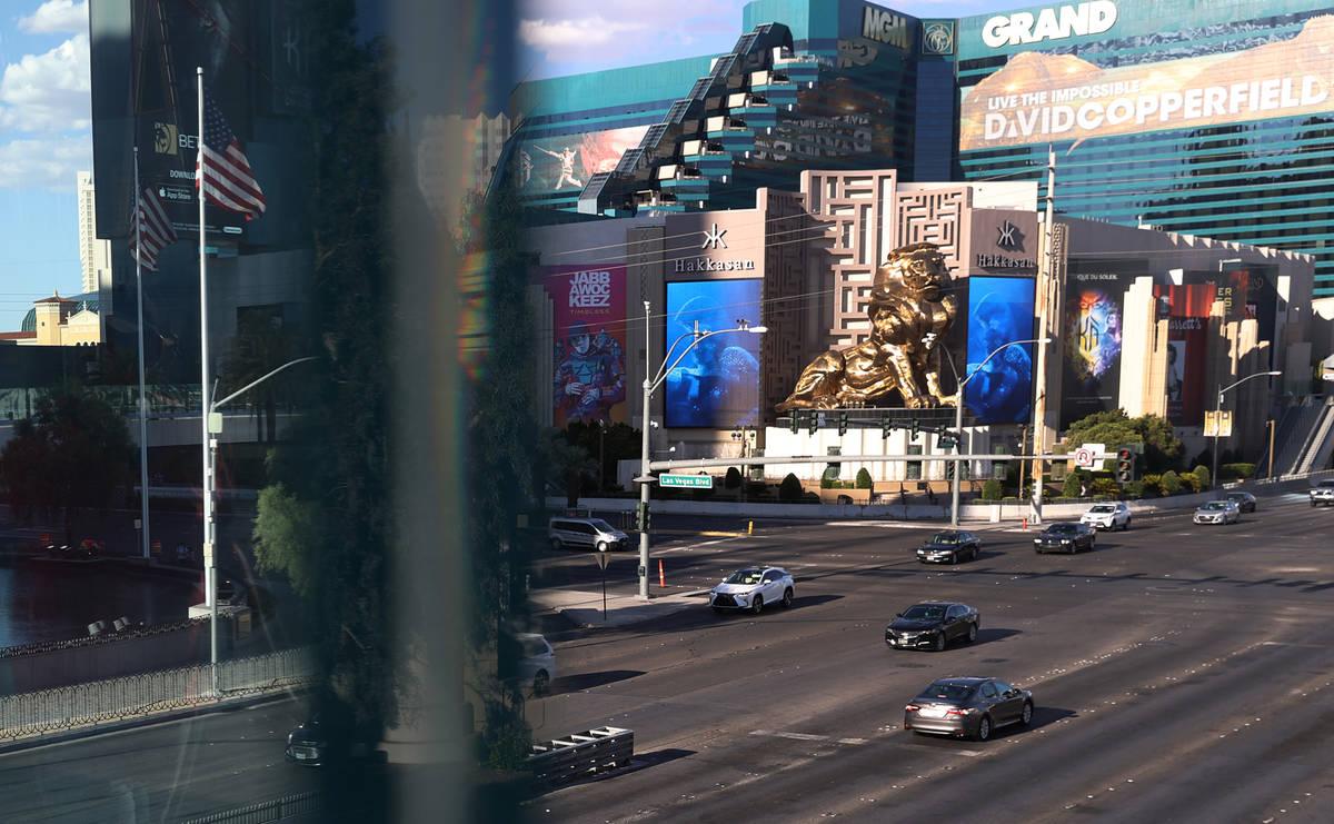 Tráfico en el Boulevard Las Vegas cerca de la Avenida Tropicana en Las Vegas lunes, 27 de juli ...