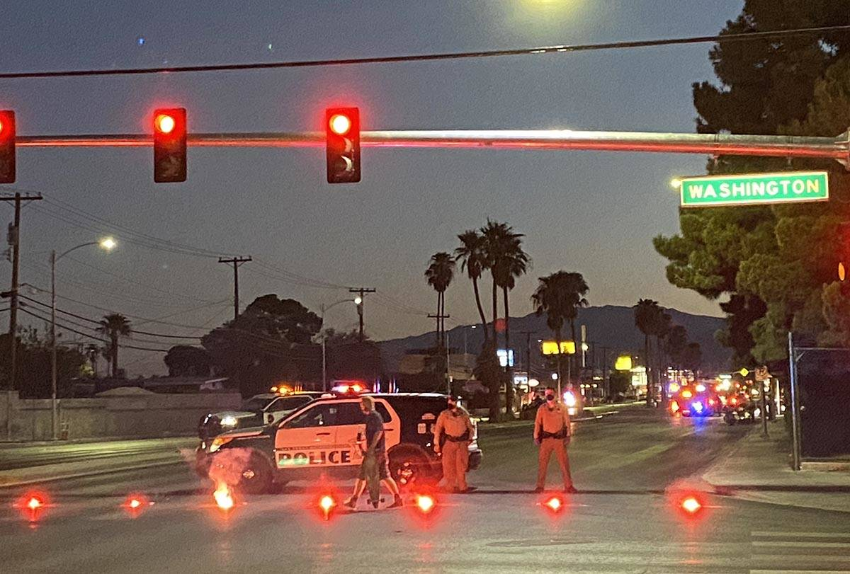 La policía de Las Vegas investiga un accidente fatal de choque y fuga cerca de Decatur y Washi ...