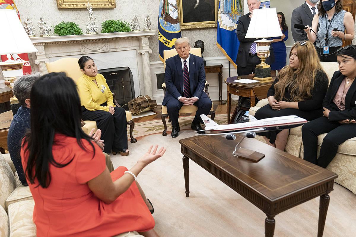La familia de Vanessa Guillén se reunió con el presidente Donald J. Trump para pedirle justic ...