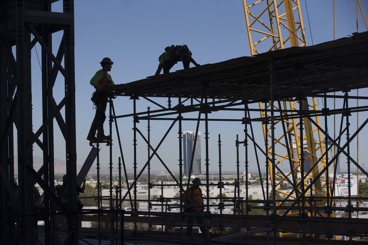 El 28 de agosto de 2019 muestra el sitio de construcción del Raiders Allegiant Stadium en Las ...