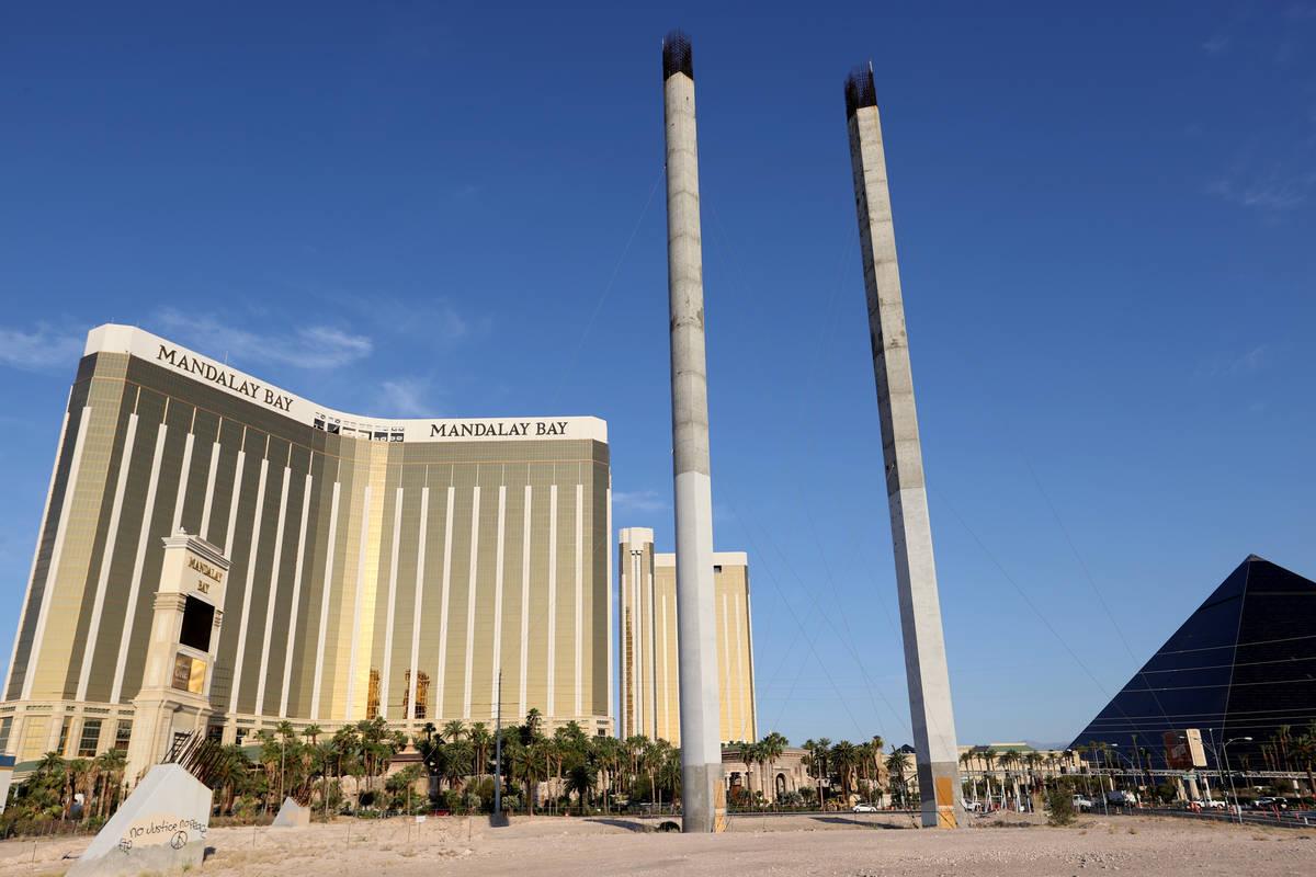 Trabajo detenido el lunes, 20 de agosto de 2012, en los pilones que sostendrían la rueda de la ...
