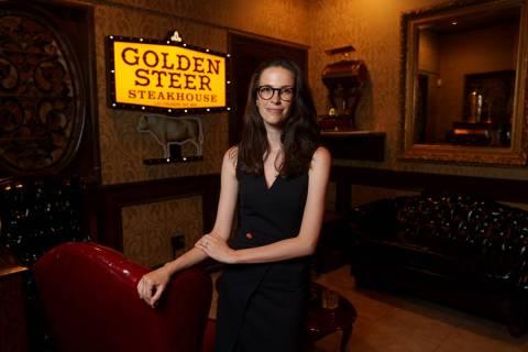 Amanda Signorelli, socia gerente de Golden Steer Steakhouse en Sahara Avenue cerca del Strip en ...