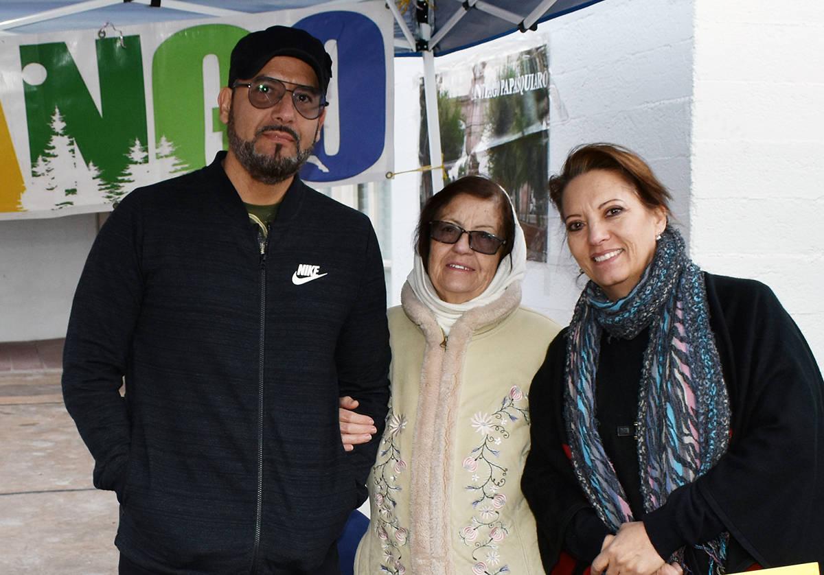 Margarita Chaidez (derecha) superó al COVID-19; recomienda acatar las disposiciones de las aut ...