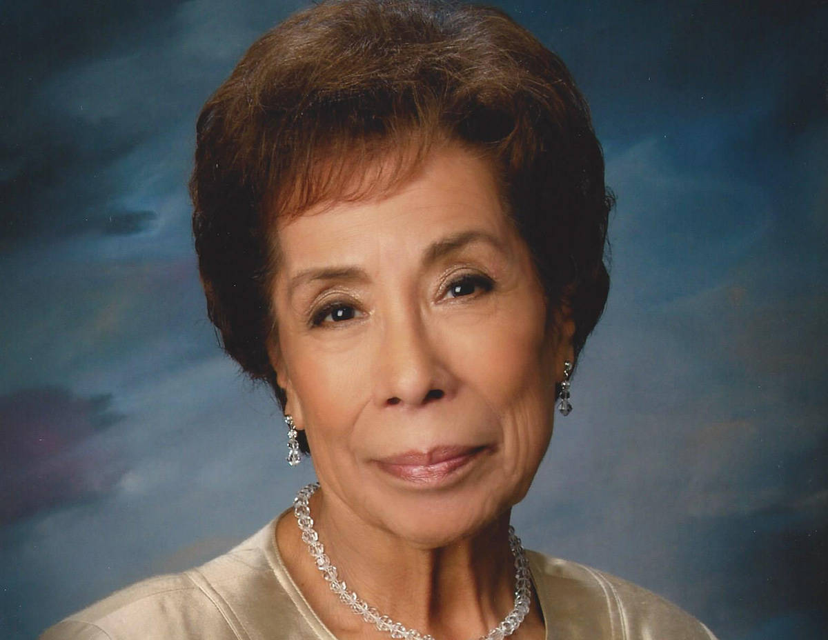 Dolores R. Robledo nació el 11 de abril de 1930 y falleció el 14 de julio de 2020. Le sobrevi ...
