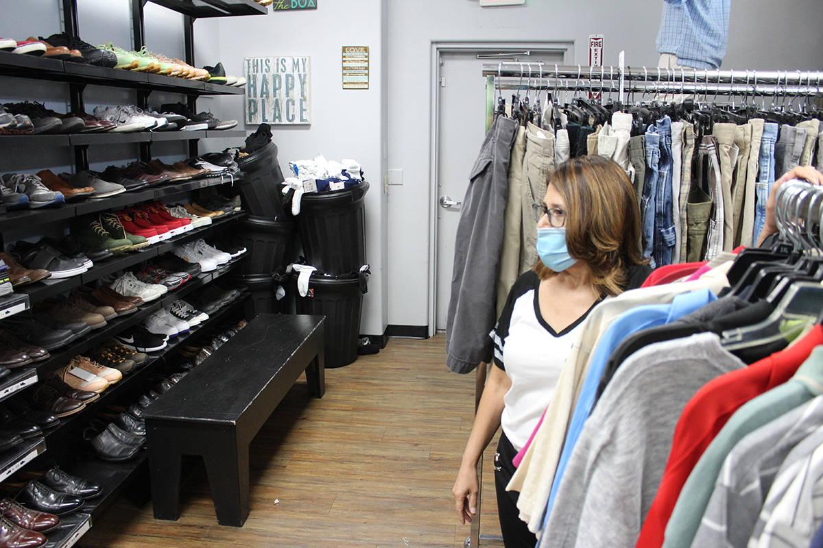 Lily Noyes, asistente ejecutiva de Project 150, anunció la reapertura de la tienda a partir de ...