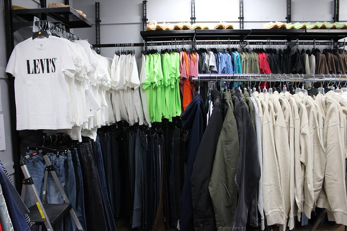 La Boutique cuenta con ropa para todos gustos, desde formal a casual y los estudiantes tendrán ...