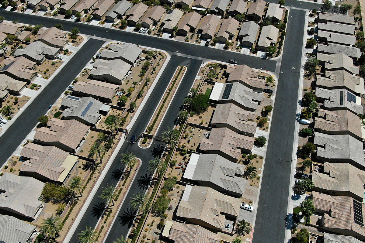 Una vista aérea de Solera una urbanización cerca de East Desert Inn Road y Theme Road al este ...