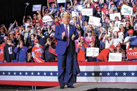 En esta foto de archivo, El presidente Donald J. Trump llega para un mitin en el Centro de Conv ...