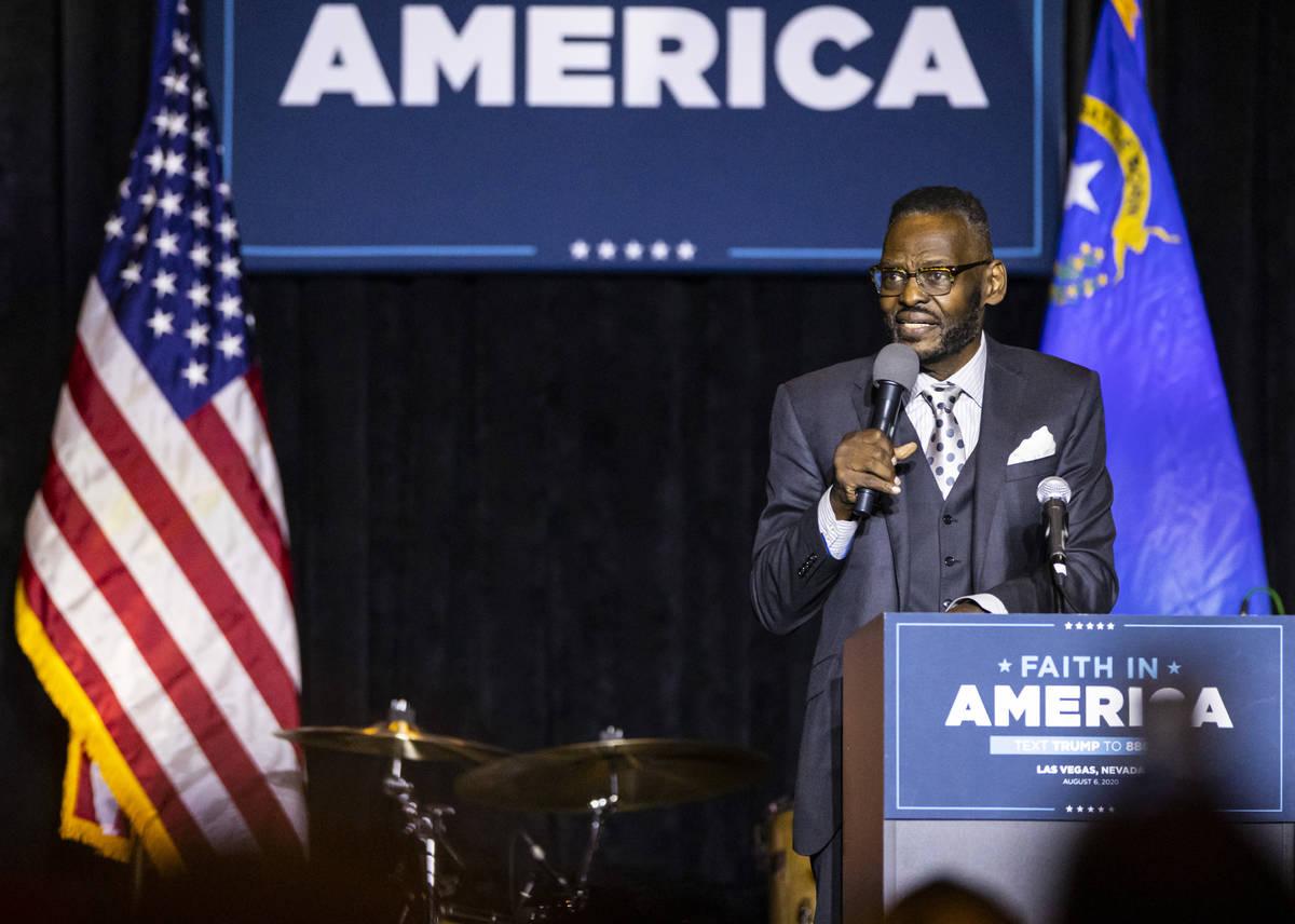 """El pastor Harry Jackson de Hope Christian Church, habla durante un evento de la campaña """"Eva ..."""