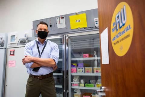 El doctor Cortland Lohff, jefe médico en funciones del Distrito de Salud del Sur de Nevada, po ...