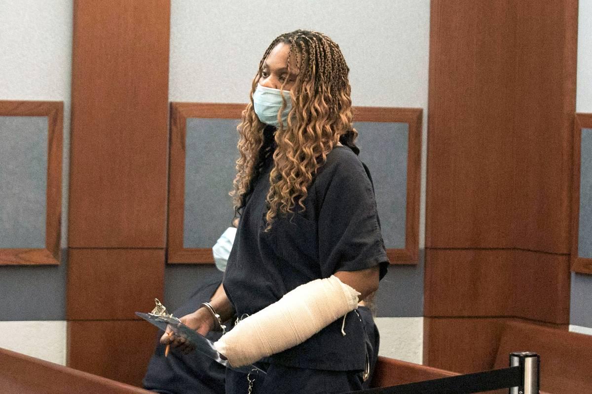 Ebone Whitaker, acusada de conducir bajo la influencia de sustancias en un accidente que dejó ...