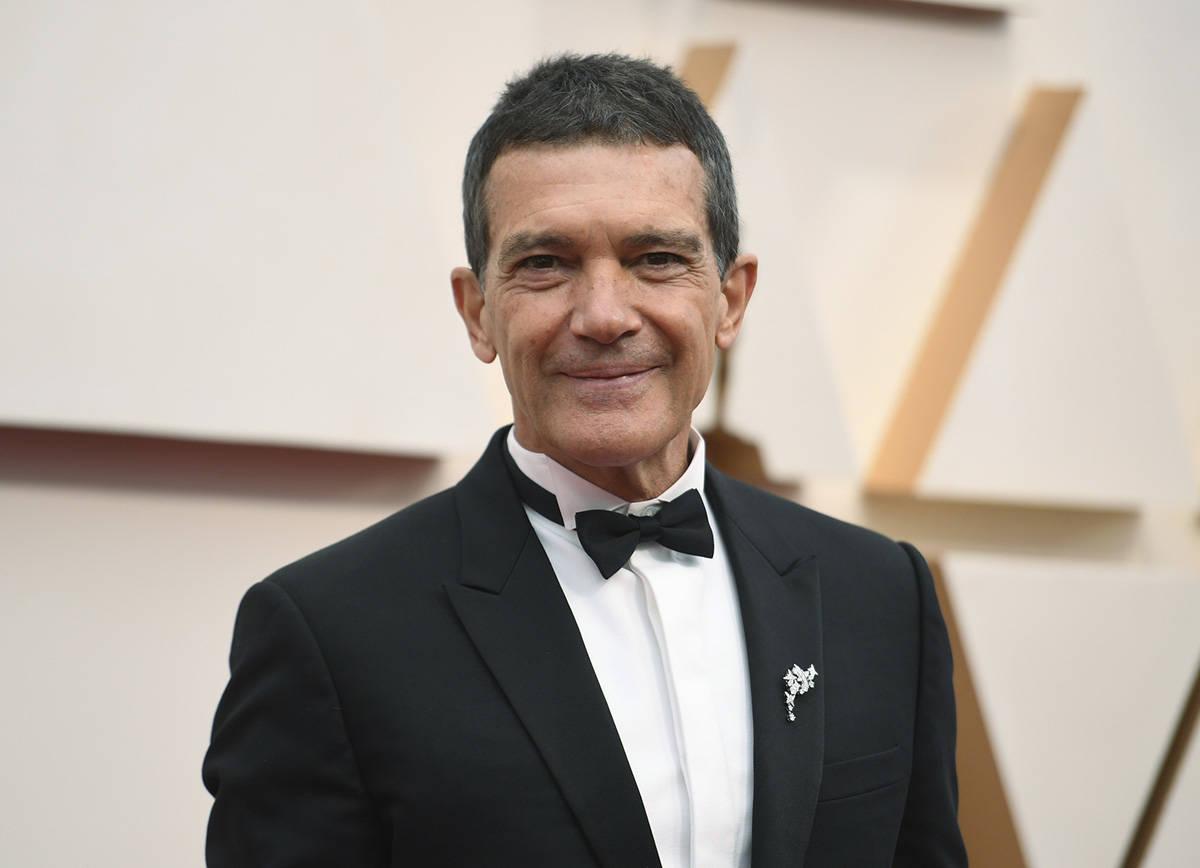 En esta foto de archivo, Antonio Banderas llega a los Oscar en Los Ángeles, el 9 de febrero de ...