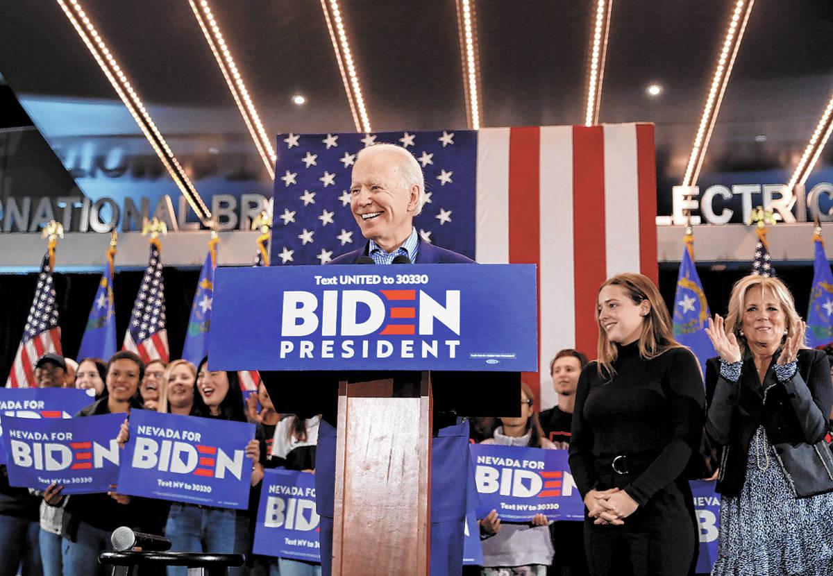 En esta foto de archivo, el ex-vicepresidente y candidato presidencial demócrata, Joe Biden, h ...