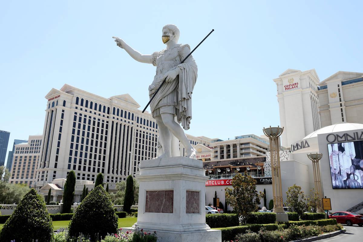 Esta foto de archivo del 6 de agosto de 2020 muestra el hotel y casino Caesars Palace en el Str ...
