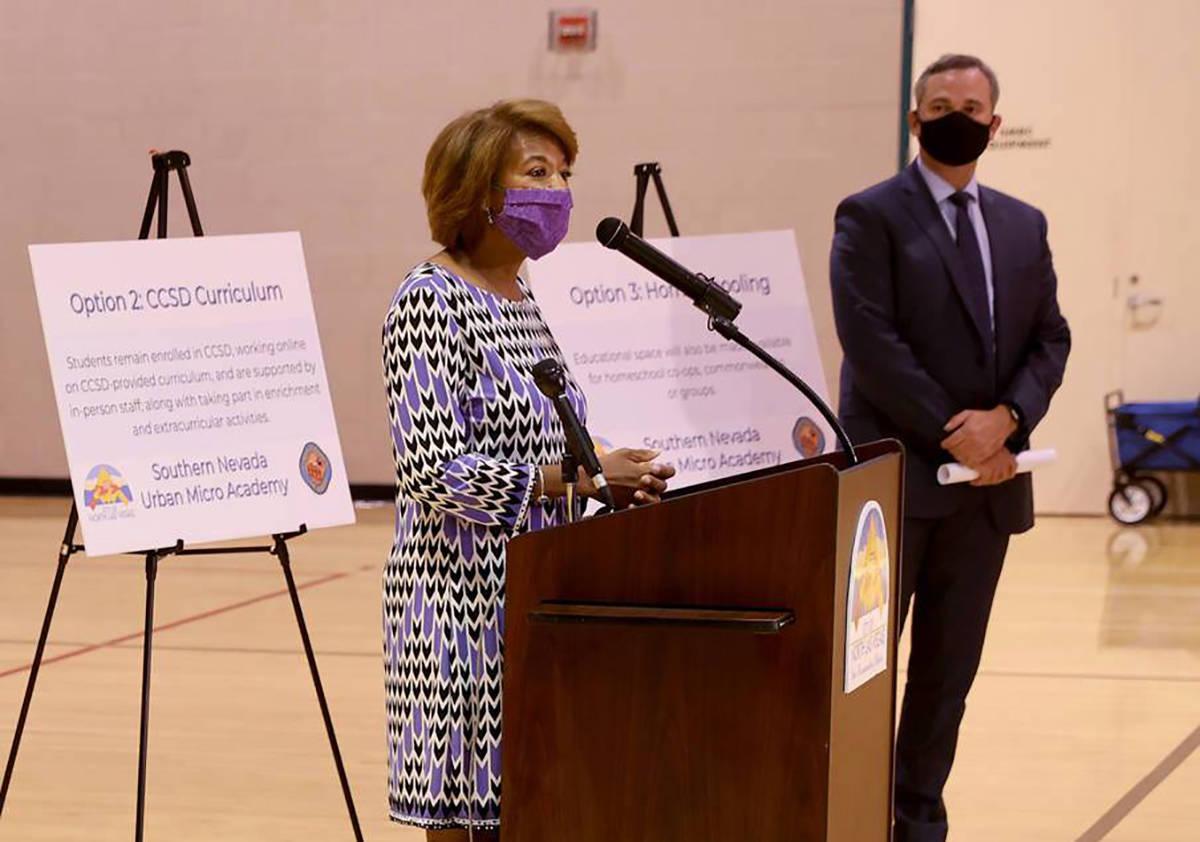 La concejal de North Las Vegas, Pamela Goynes-Brown, habla durante una conferencia de prensa en ...