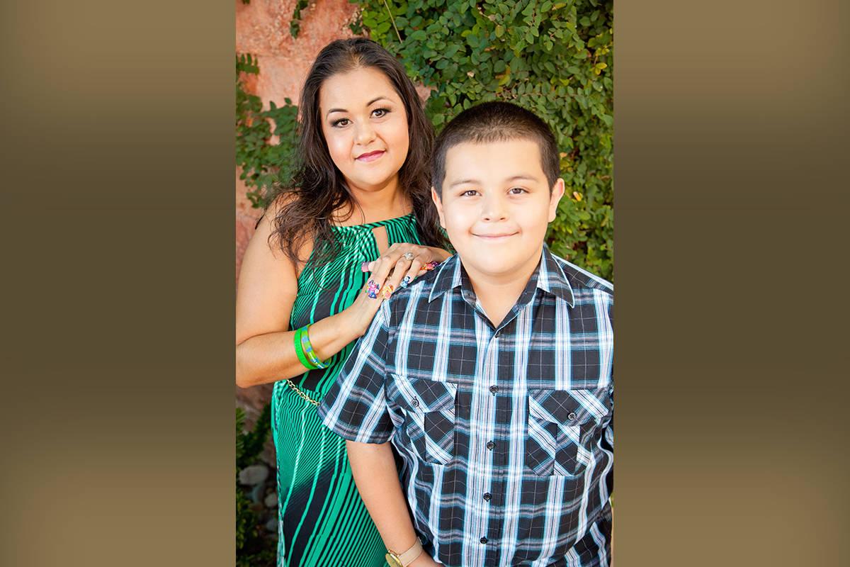 Arlett Valencia lleva varios años esperando un trasplante de páncreas que le ayude a supera s ...