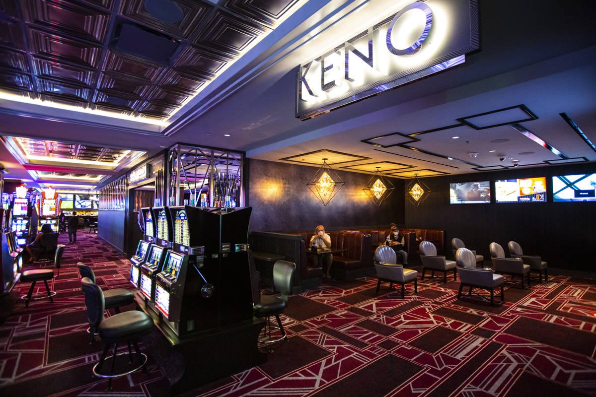 Clientes juegan Keno en The D Las Vegas el martes, 11 de agosto de 2020. (Chase Stevens/Las Veg ...