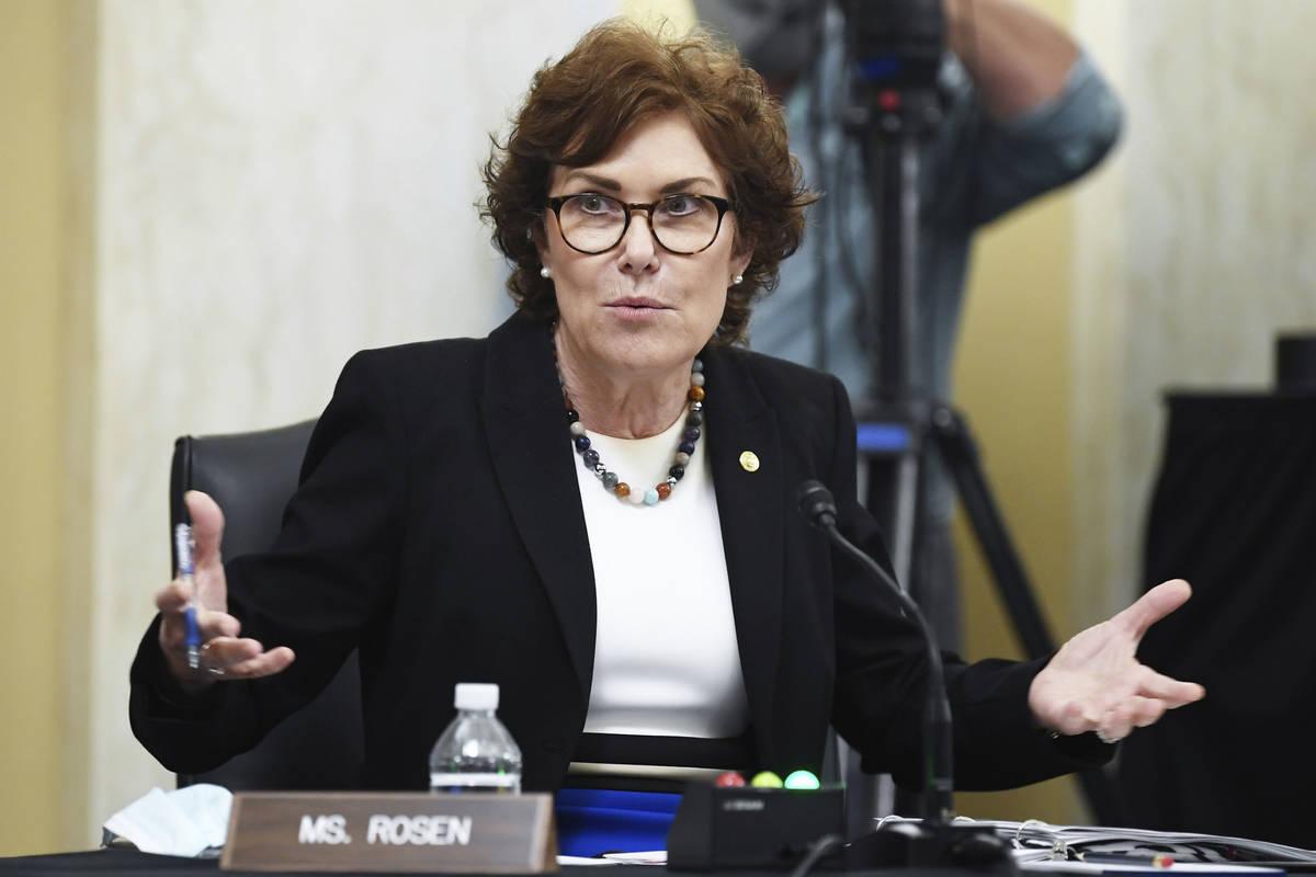 La senadora Jacky Rosen, demócrata por Nevada, habla durante una audiencia del Senado sobre pe ...