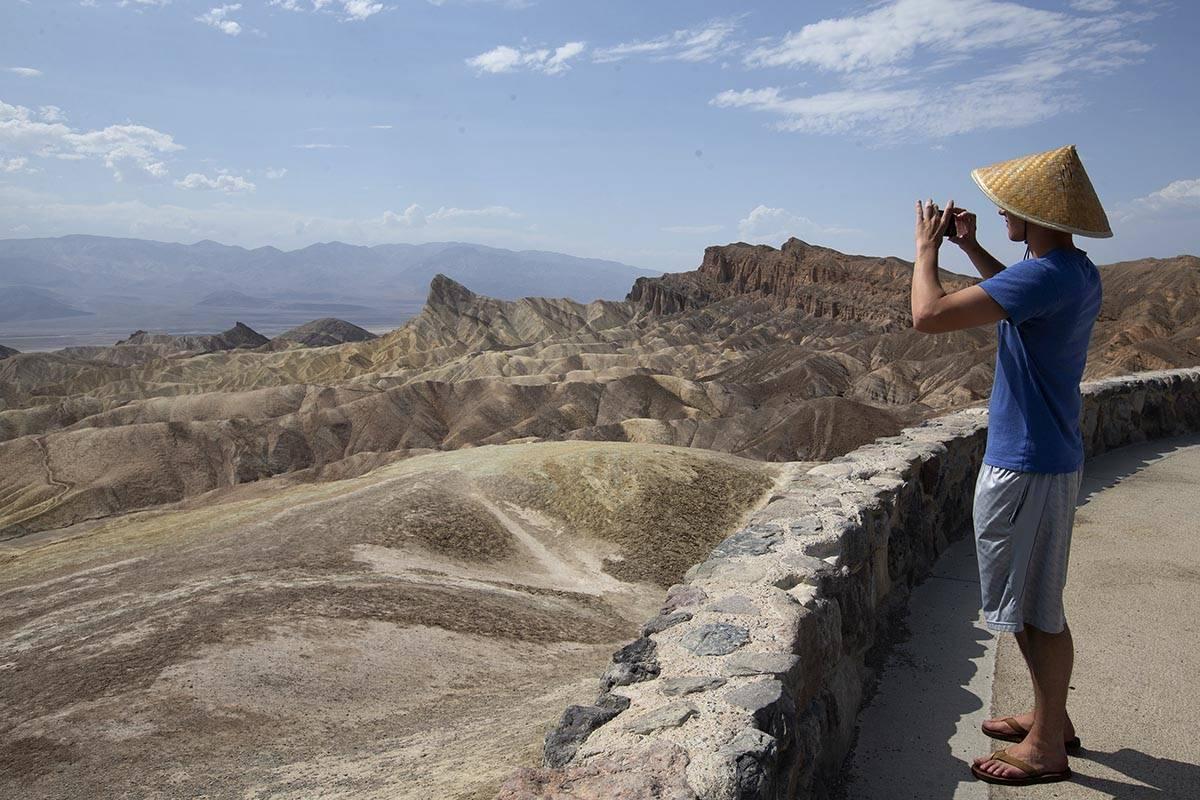 Peter Vukasin toma una foto en Zabriskie Point en el Death Valley National Park cuando las temp ...