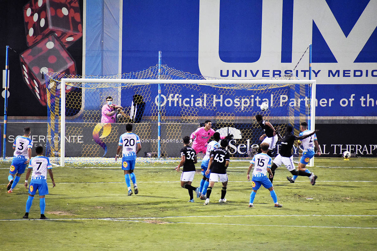 Junior Burgos (10) anotó un gol súper importante, porque fue el primero en el Cashman Field p ...