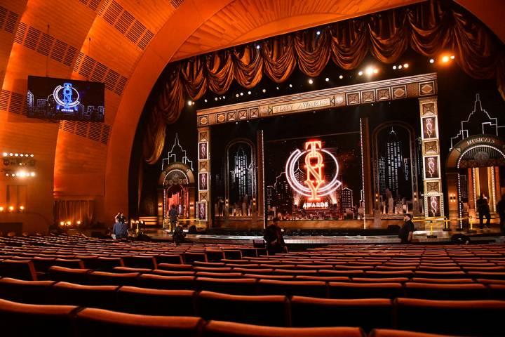 Una vista del escenario aparece antes del inicio de la 73a edición anual de los Premios Tony e ...