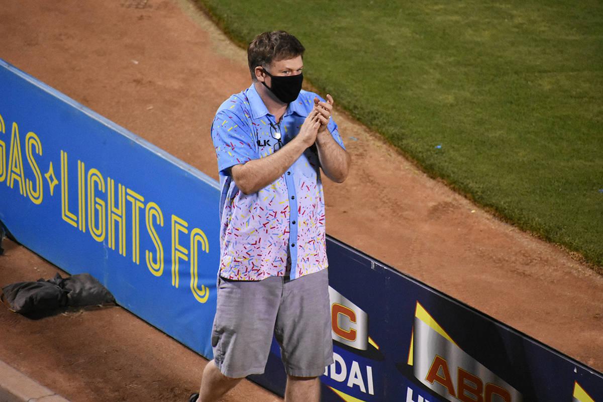El propietario de Las Vegas Lights FC, Brett Lashbrook, dedicó varios minutos de aplausos a su ...